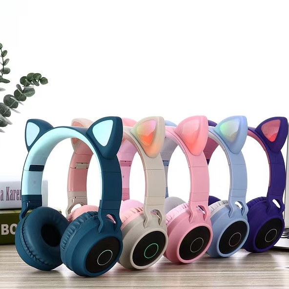 The latest hot--selling Bluetooth plug-in plug-in line three-in-one colorful glow cat ear phones for Apple Android